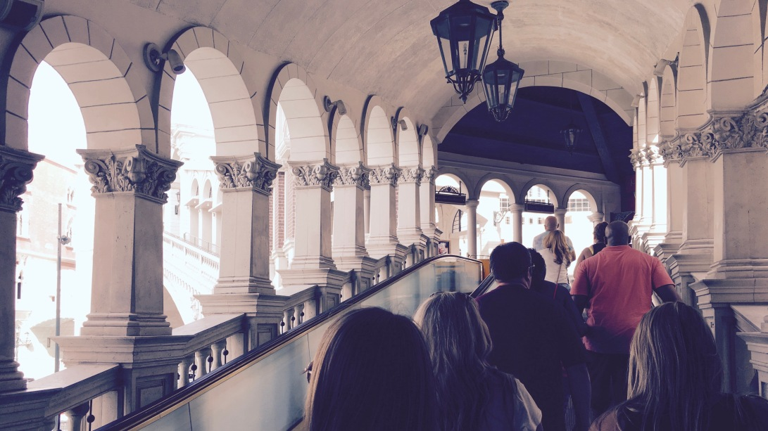 moving walkway, on (not) the rialto?